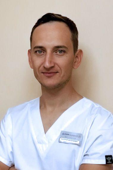 Стоматолог хирург в Одессе Важеловский Валерий Валериевич